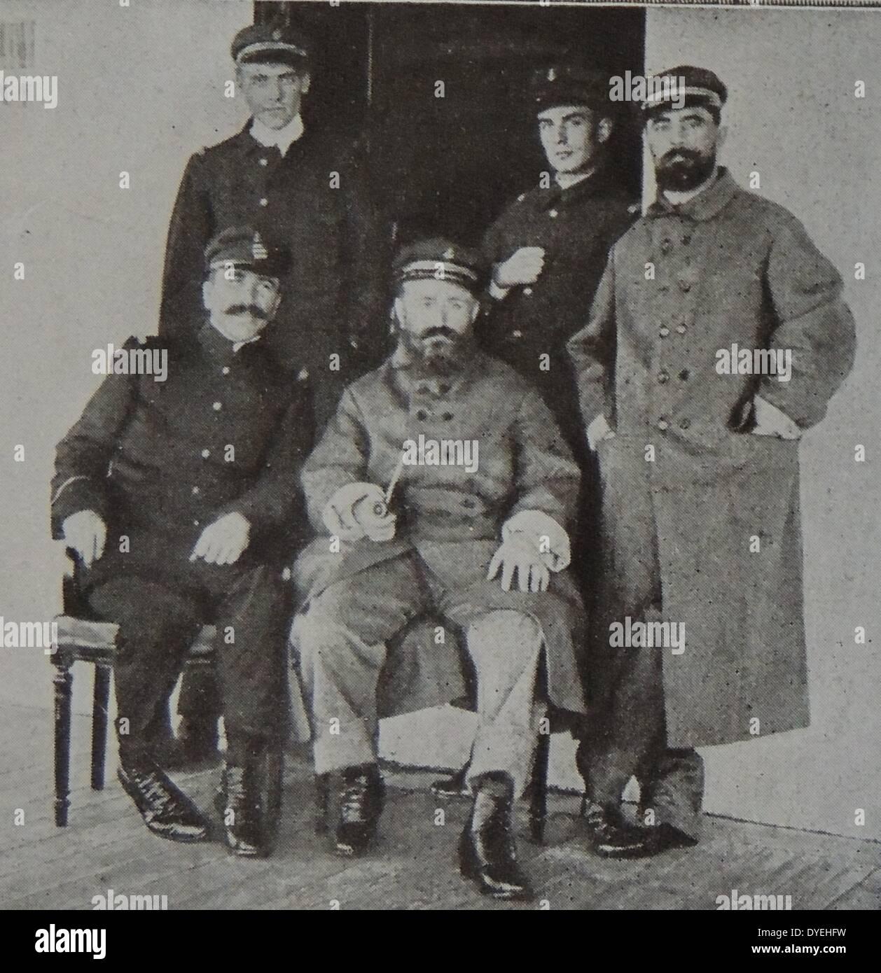 """Fünf Überlebenden Offiziere des französischen Schlachtschiffs """"Bouvet"""" Stockbild"""