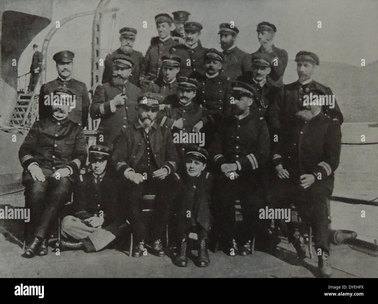 """Überlebenden Offiziere und die Besatzung des französischen Schlachtschiffs """"Bouvet"""" Stockbild"""