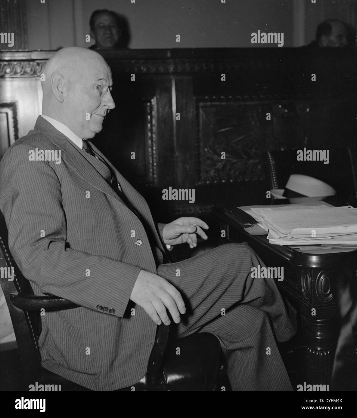 Robert W. Irwin, erscheinen vor dem Senat Arbeitslosigkeit und Relief Committee Stockbild