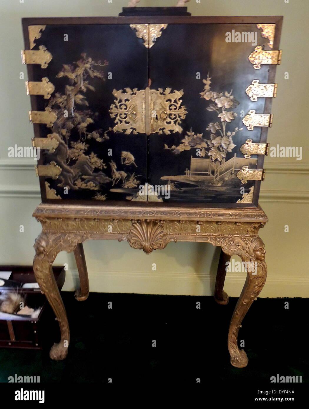 Japanische schwarz und Gold lackiert Schrank Stockfoto, Bild ...