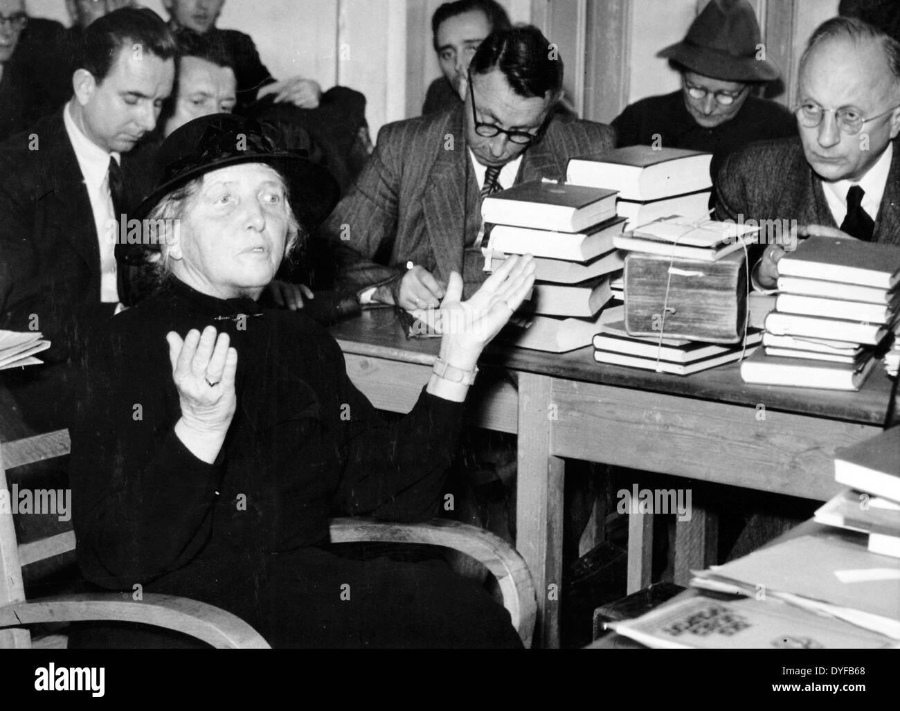 Die Witwe von General Erich Ludendorff, Mathilda Ludendorff, während ...