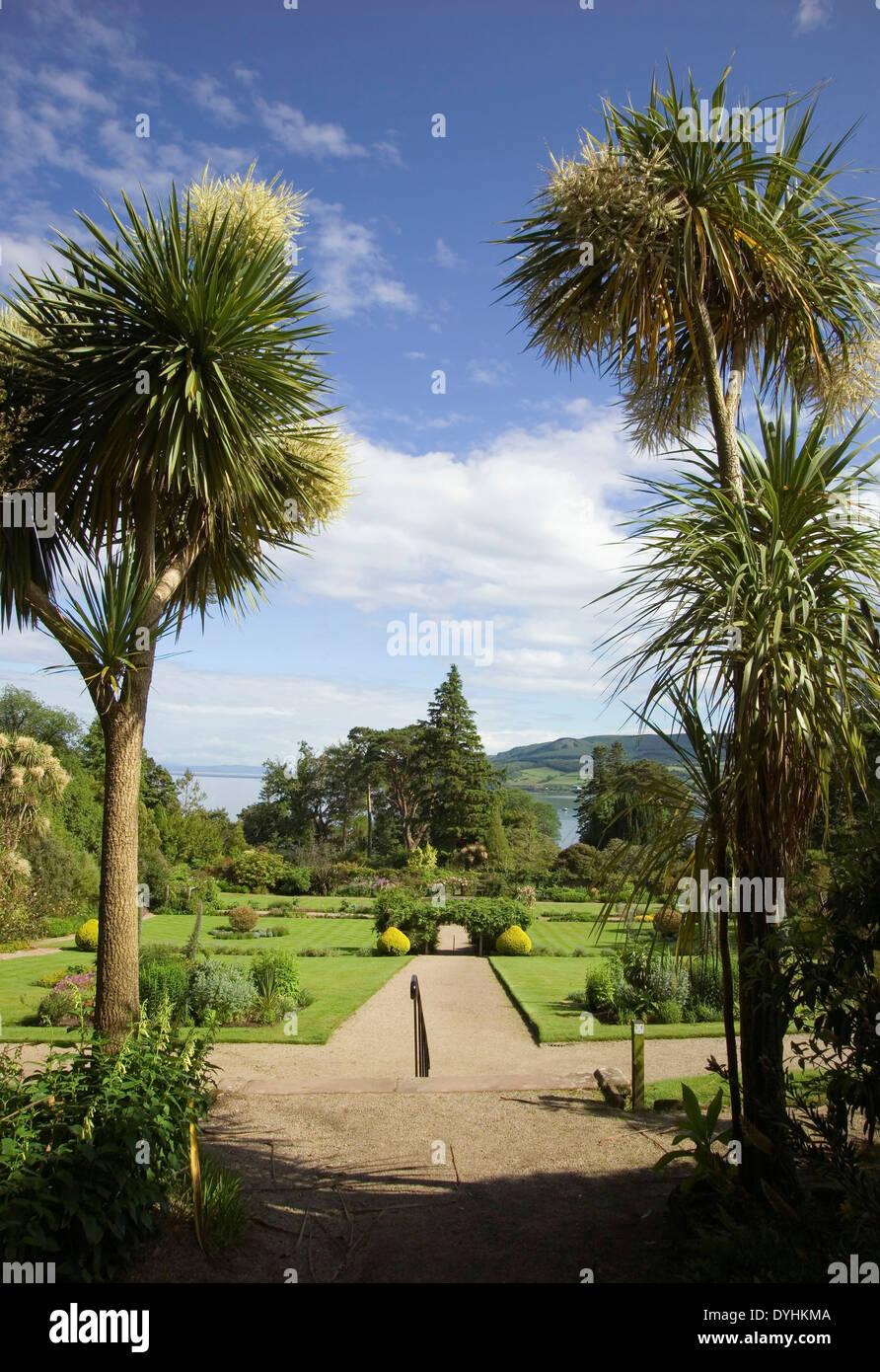 Brodick Schlossgarten und Palmen Stockbild