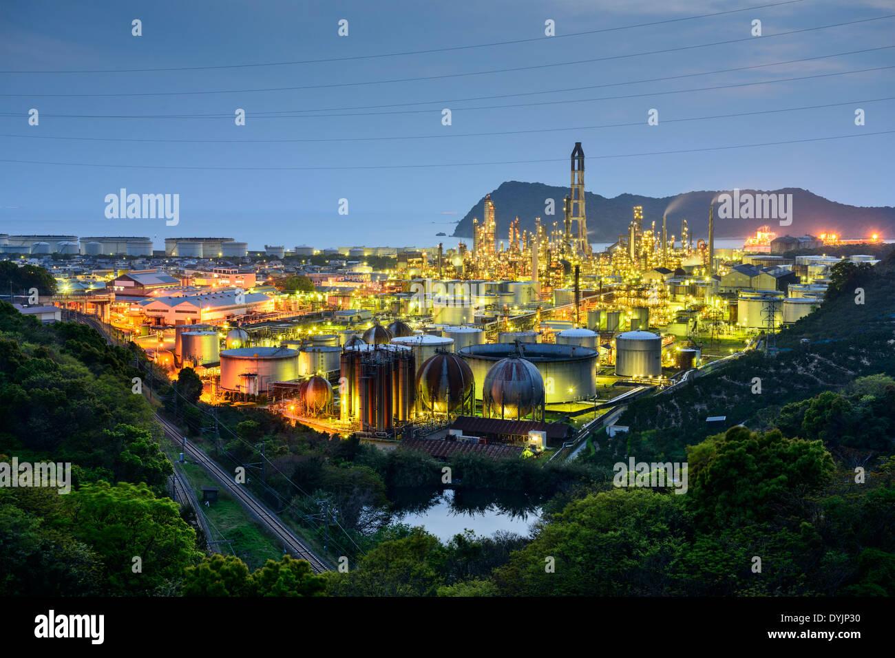 Öl-Raffinerien in Wakayama, Japan. Stockbild