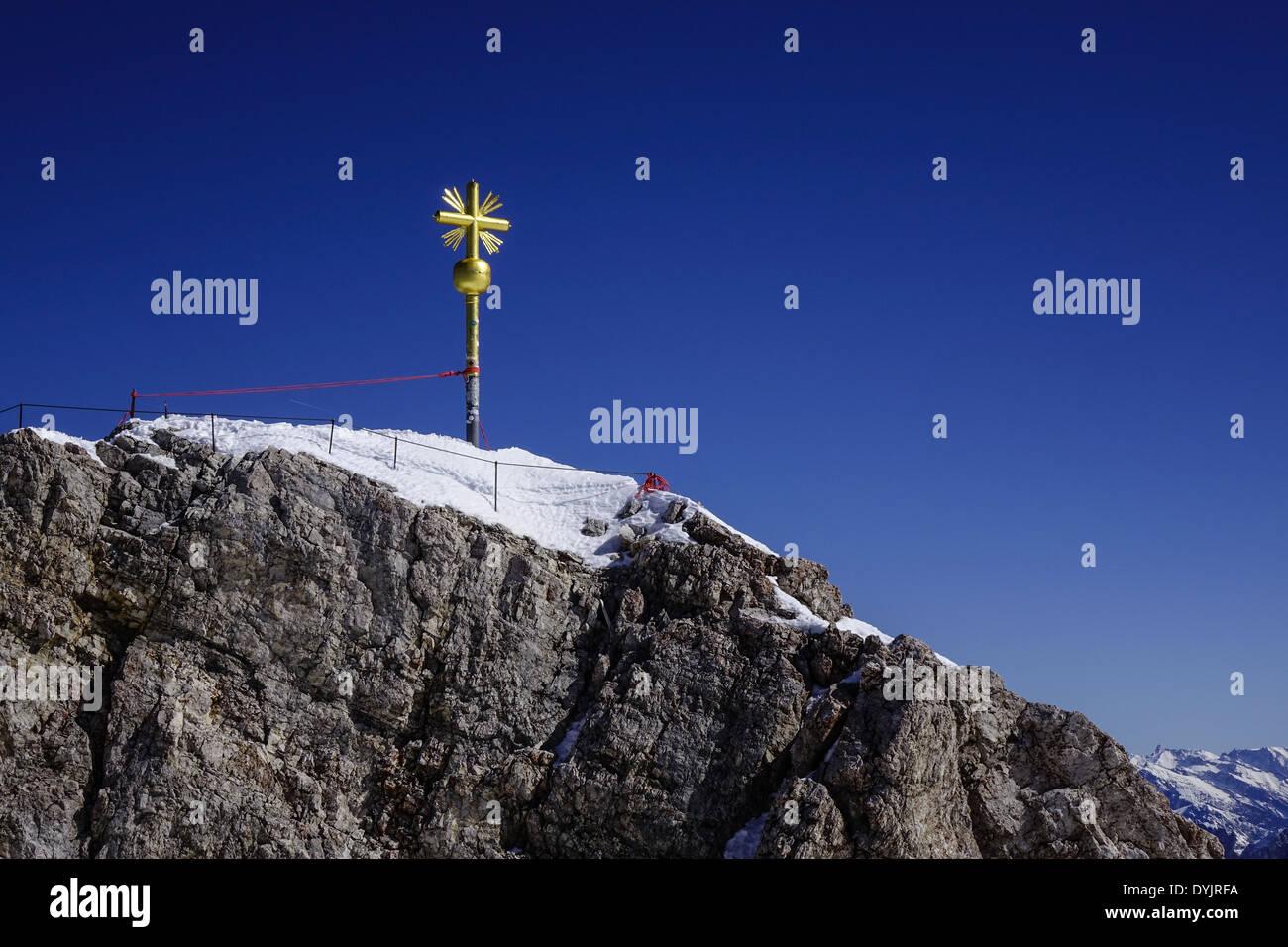 Gipfelkreuz Auf der Zugspitze, Dem Höchsten Berg Deutschlands Stockbild
