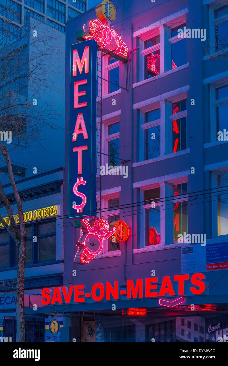 Kultig, speichern auf Fleisch Schwein Leuchtreklame, DTES, Downtown Eastside, Vancouver, Britisch-Kolumbien, Kanada Stockbild