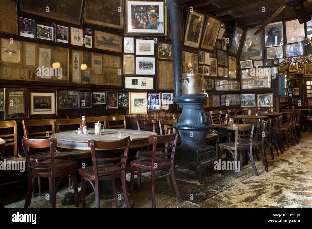 Brauerei McSorleys alten Ale Schlauch im East Village. Mit über 100 ...