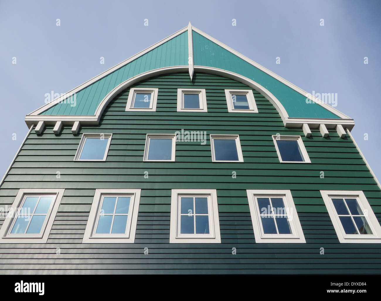 Zeitgenössische Architektur, der schamlos die traditionellen lokalen Baustil der Zaandam Holzhäuser zitiert Stockbild