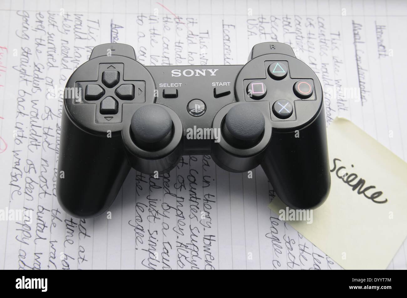 Sony Playstation 2 Ps2 Game Controller Auf Einer Seite Der Hausaufgaben