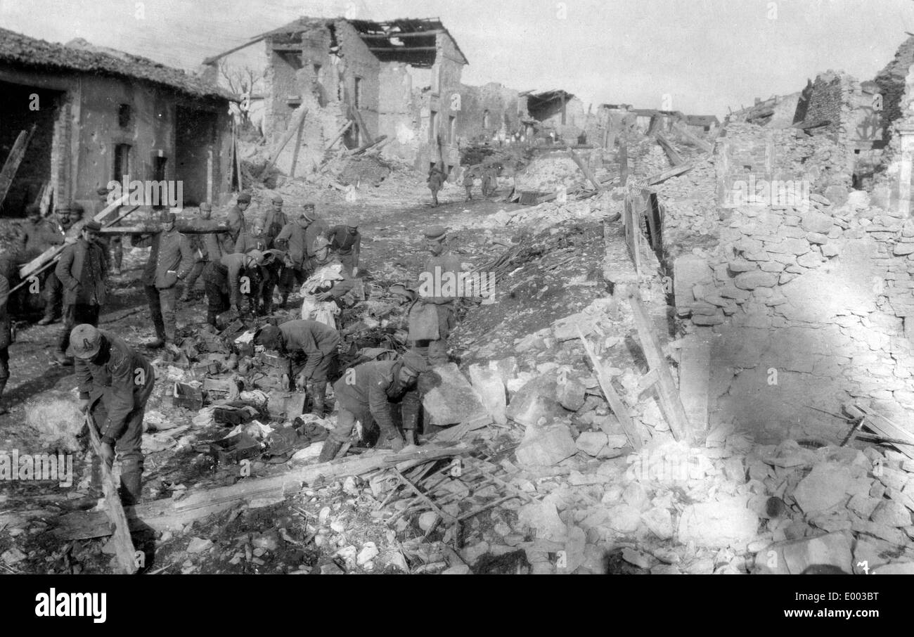 Umbauarbeiten im Dorf Haumont, 1916 Stockbild