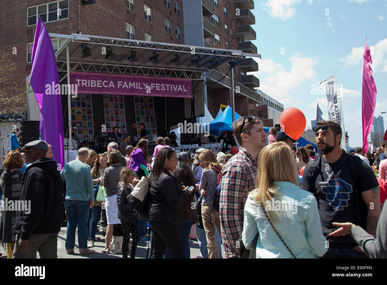 New York, USA. 27. April 2014. Straßenszene auf dem TriBeCa Familie Festival im Rahmen des TriBeCa Film Festival, New York City; Kredit-27. April 2014: Louis Champion/Alamy Live-Nachrichten Stockbild