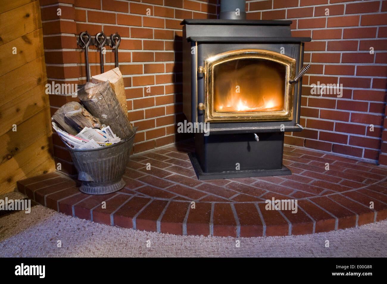 Detail Eines Holz Brennenden Ofen Im Wohnzimmer Eines Holzernen