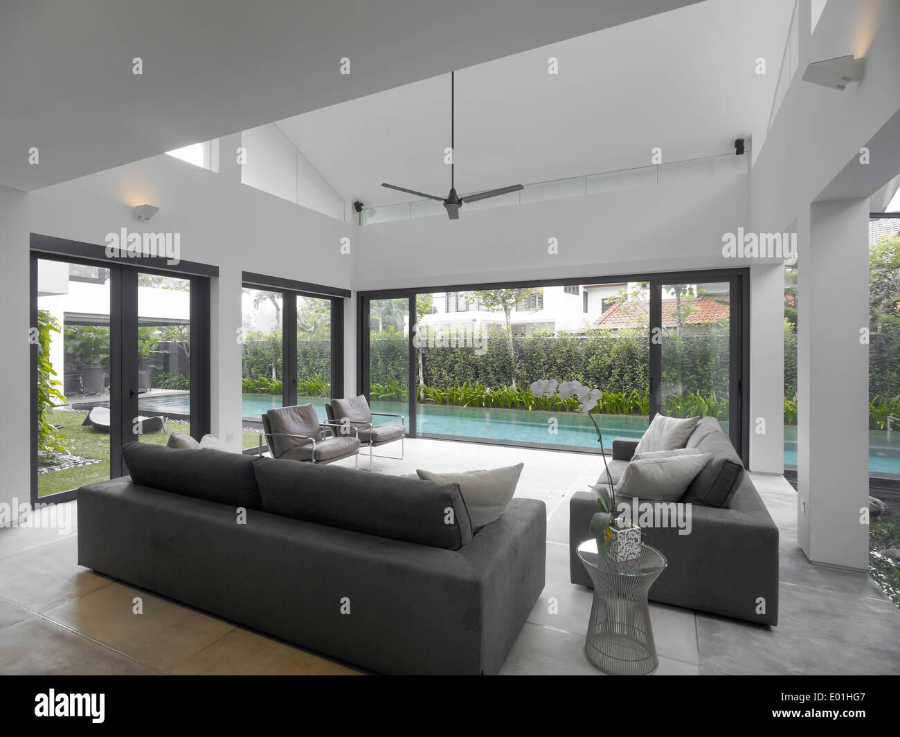 Wohnzimmer Mit Blick Auf Pool Im Modernen Haus Schweizer Club Road