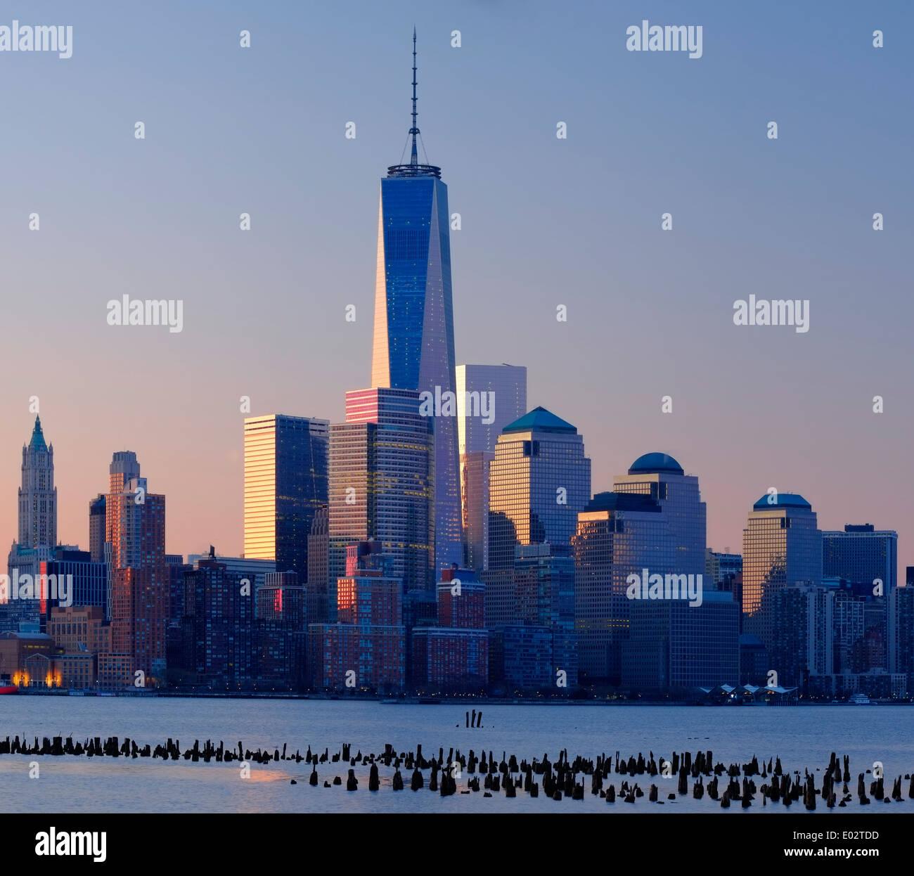 Skyline von New York gesehen über den Hudson River, New York, USA Stockbild