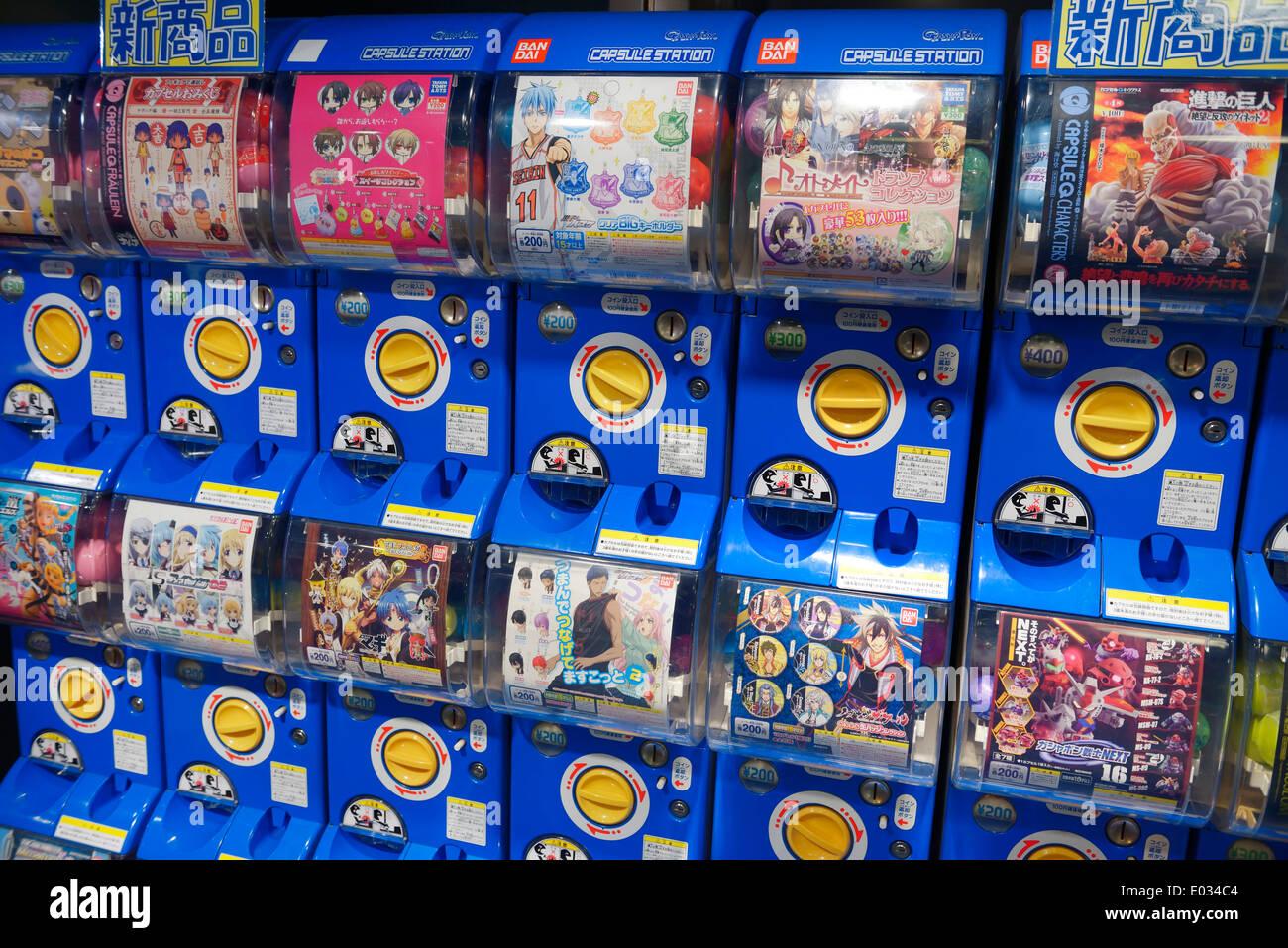 Bandai-Kapsel-Station mit Action Figuren Anime-Figuren in Tokio, Japan Stockbild