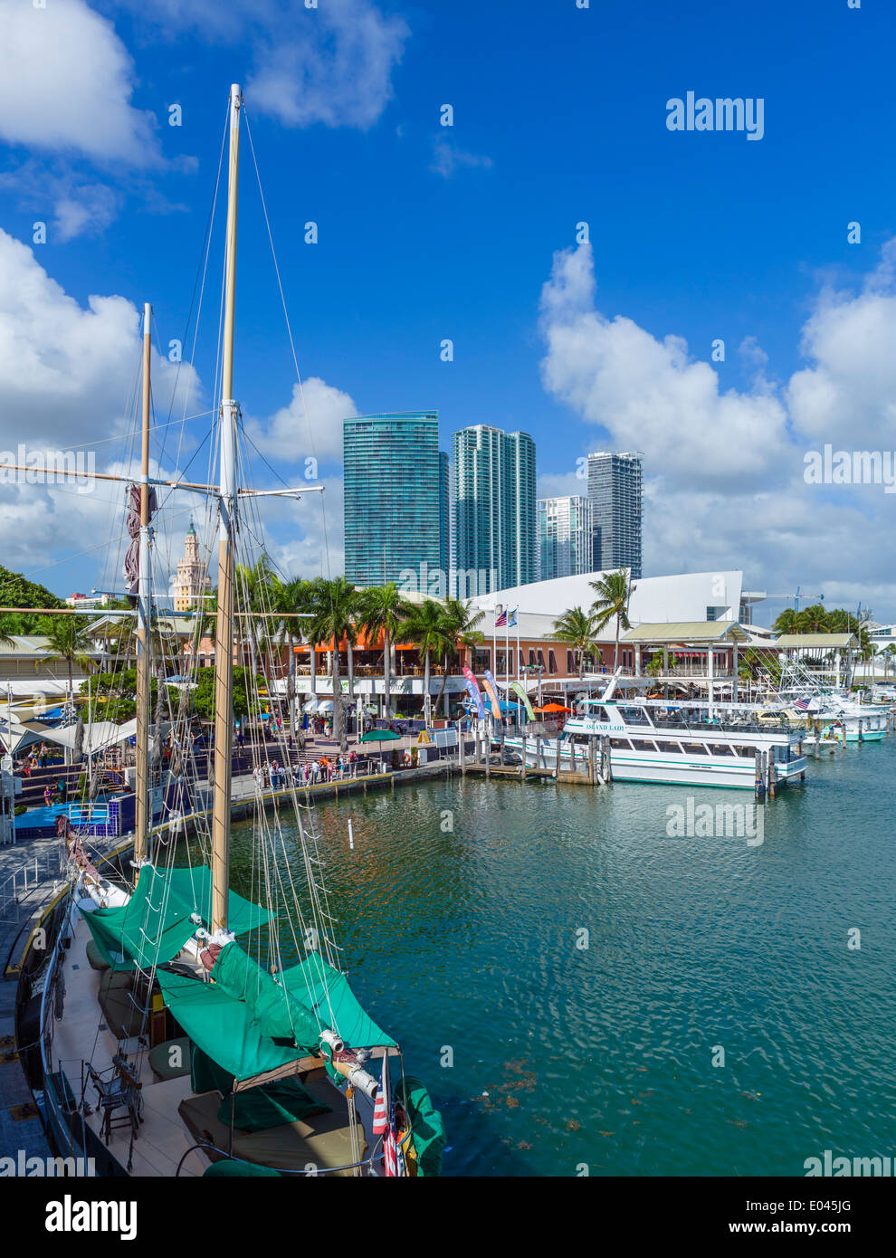 Der Uferpromenade am Bayside Marketplace in Downtown Miami, Florida, USA Stockfoto