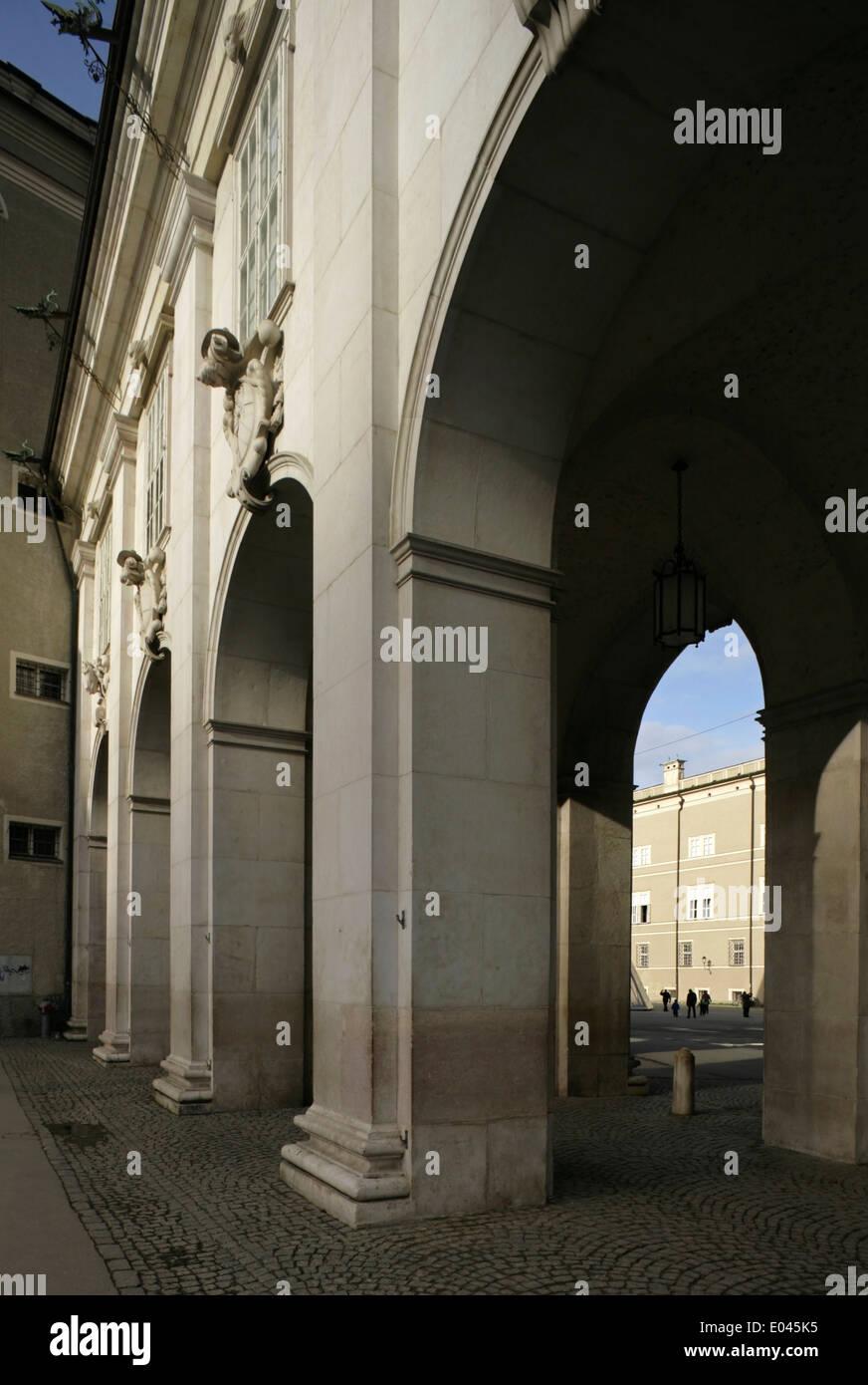 Blick vom Kapitelplatz durch in Domplatz, Salzburg, Österreich. Stockbild