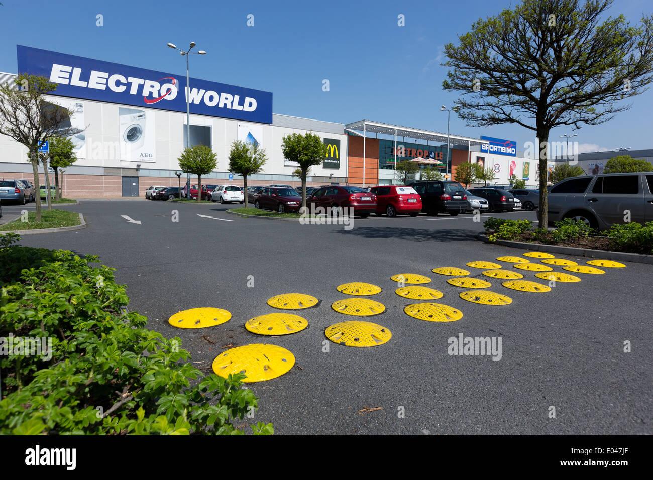 Entschleunigung Lane im Metropole Zli?ín Shopping Centre, Prag, Tschechische Republik Stockbild