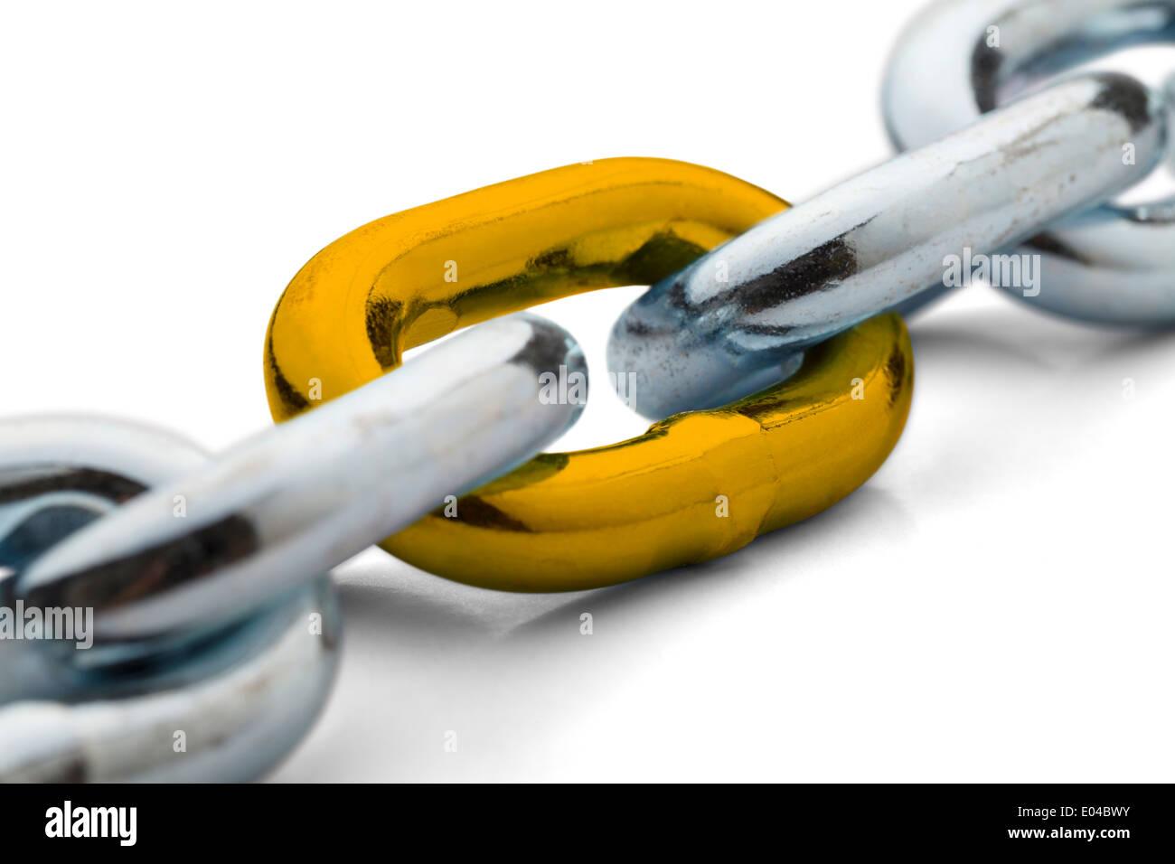Kette statt zusammen mit einem gold Link isoliert auf einem weißen Hintergrund. Stockbild