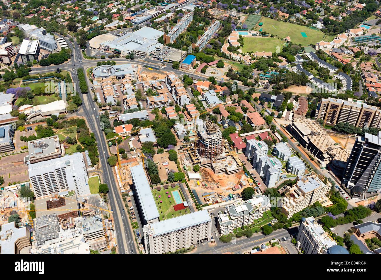 Luftaufnahme von Hochhäusern Sandton, Johannesburg, Südafrika. Stockbild