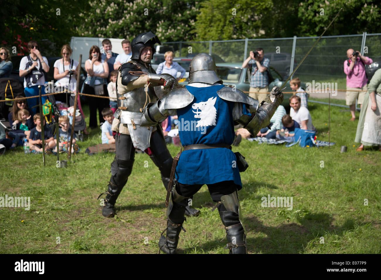 Mittelalterlichen Schwertkampf zu Morden Hall Land zeigen, Stockbild