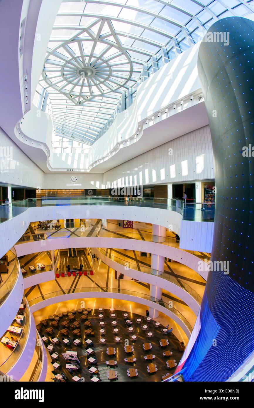Al Hamra Tower, abgeschlossen im Jahr 2011 beinhaltet einen Luxus Geschäfts- und Einkaufszentrum, Kuwait-Stadt, Kuwait, Naher Osten Stockbild