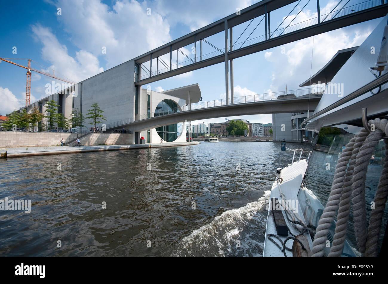 Deutschland, Berlin, Band des Bundes Ministerien Komplex liegt an der Spree Stockbild