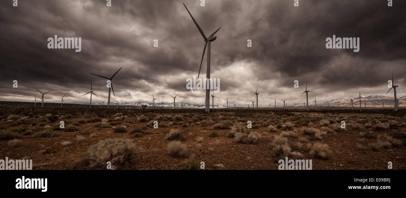 Windkraftanlagen in Wüste Stockbild