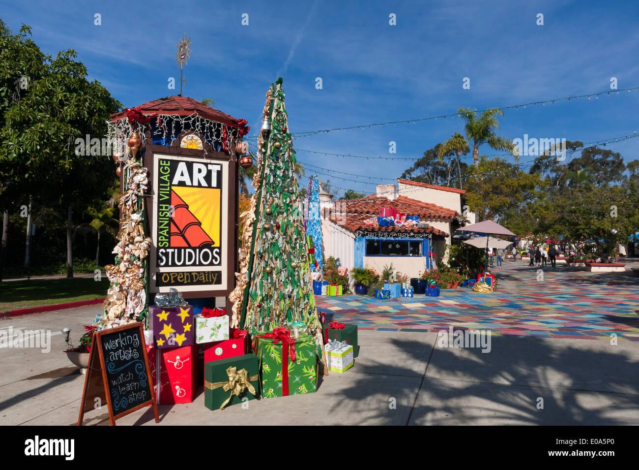 Spanische Dorf an Weihnachten, Balboa Park, San Diego, Kalifornien ...
