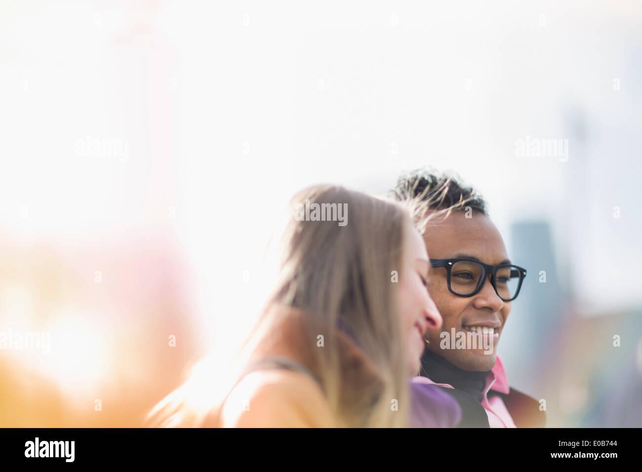 Glückliches junges Paar in New York, USA Stockbild