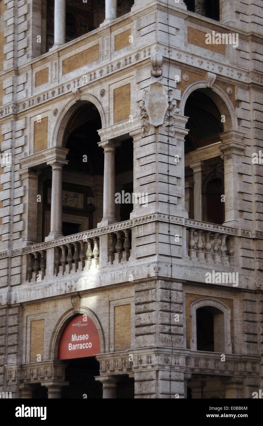 Italien. Rom. Barracco Museum der antiken Skulptur. Befindet sich in der Piccola Farnesina-Palast. Fassade. Detail. Stockfoto
