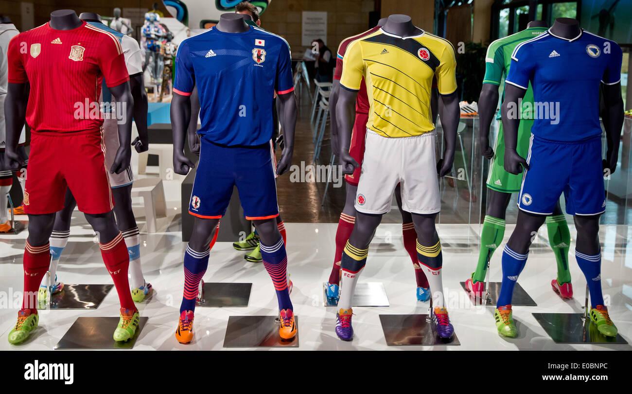 Das Offizielle Outfit Der Fussball Nationalmannschaften Von