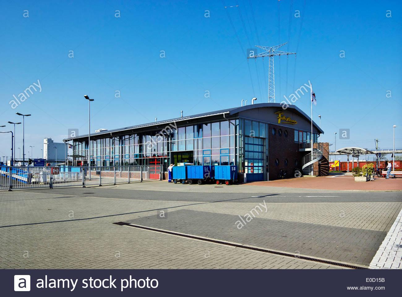 Das Fährhaus Restaurant am Hafen in Emden ist bequem, Fähren zur Insel Borkum und öffentlichen Nahverkehr Stockbild