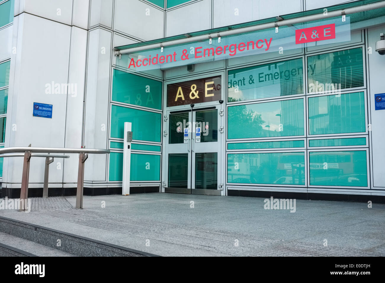 Der Eingang zum University College Hospital Unfall & Notaufnahme, Euston Road, London, UK. Stockbild
