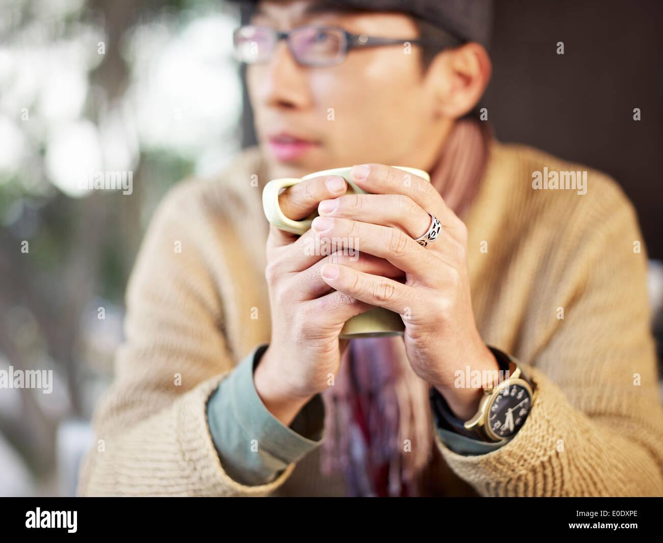 Mann mit Kaffee Stockbild