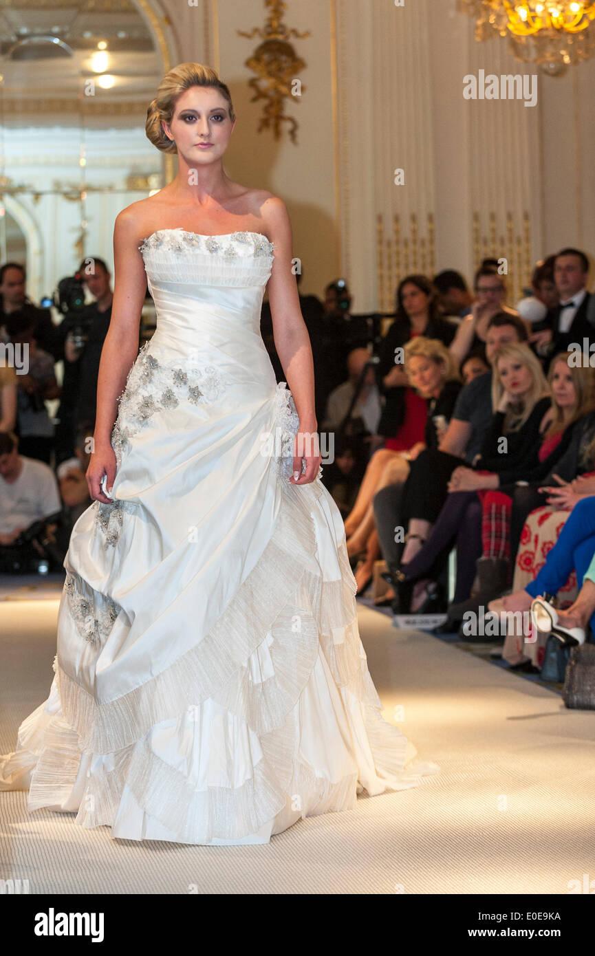 Gemütlich British Brautkleid Designer Fotos - Brautkleider Ideen ...