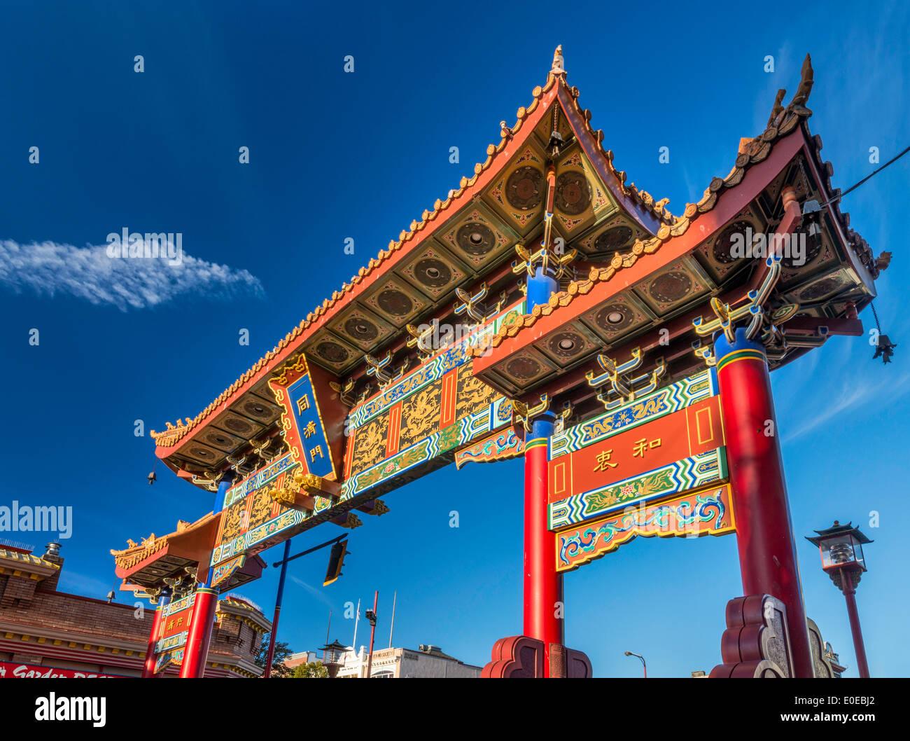 Tor der harmonischen Interesse an Chinatown bei Sonnenuntergang, Victoria, Vancouver Island, British Columbia, Kanada Stockbild
