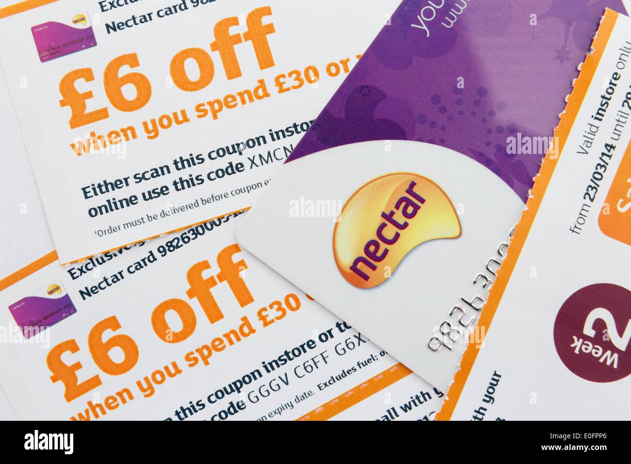 Nektar-Karte mit £6 Rabatt Gutscheine, wenn Sie in einem Sainsbury Supermarkt Shop zu verbringen. England, UK, Großbritannien Stockbild