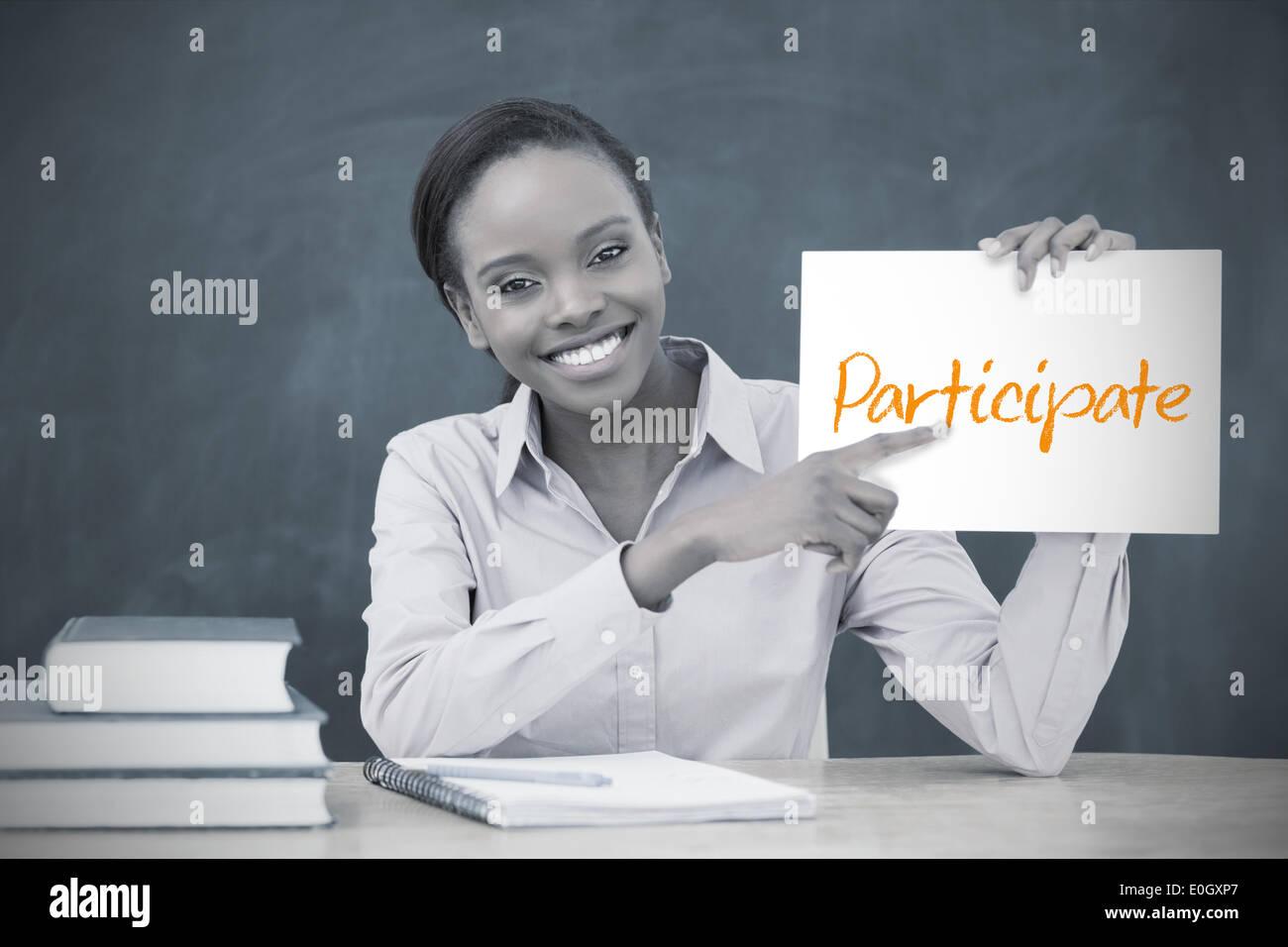 Glückliche Lehrer halten Seite zeigt teilnehmen Stockbild