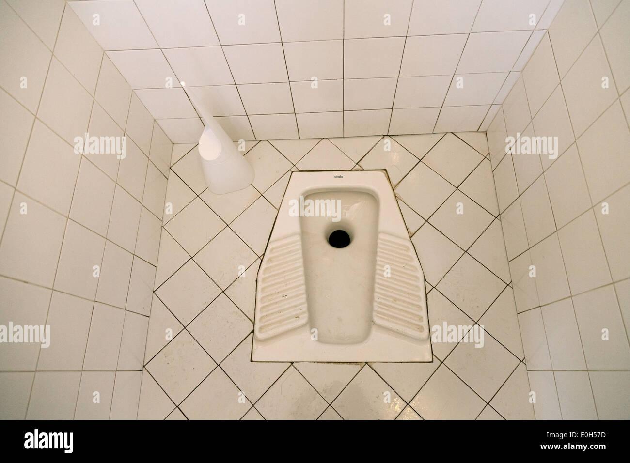 Loch in der Toilette Boden hocken, Rom Italien Europa Stockbild
