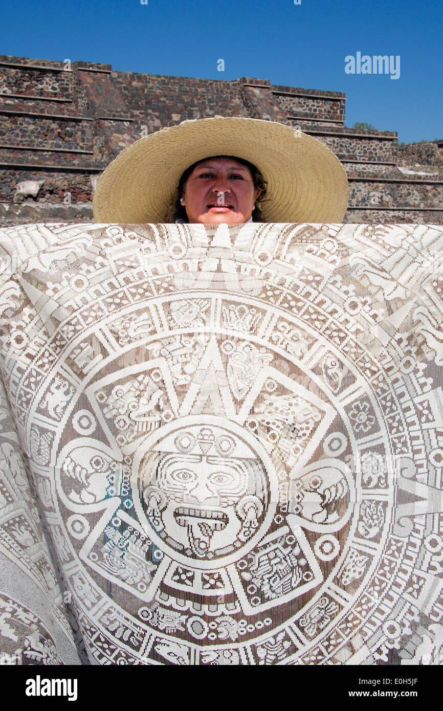 Frau Händler runden Tischdecke Teotihuacan Mexiko anzeigen Stockbild