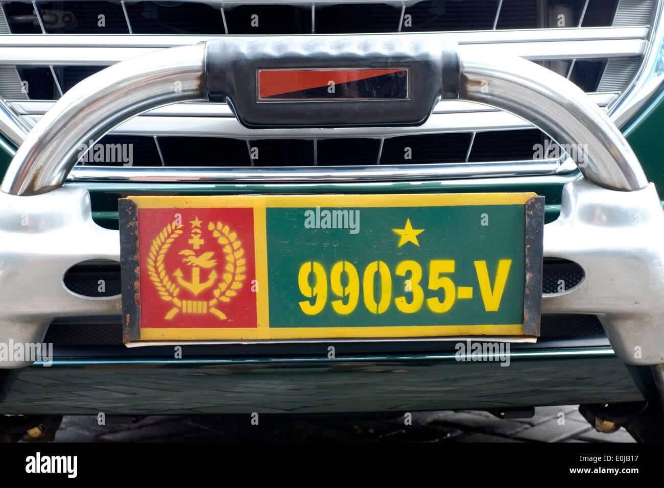 Militärfahrzeug Lizenz Nummernschild befestigt Fahrzeug in Ost-Java ...