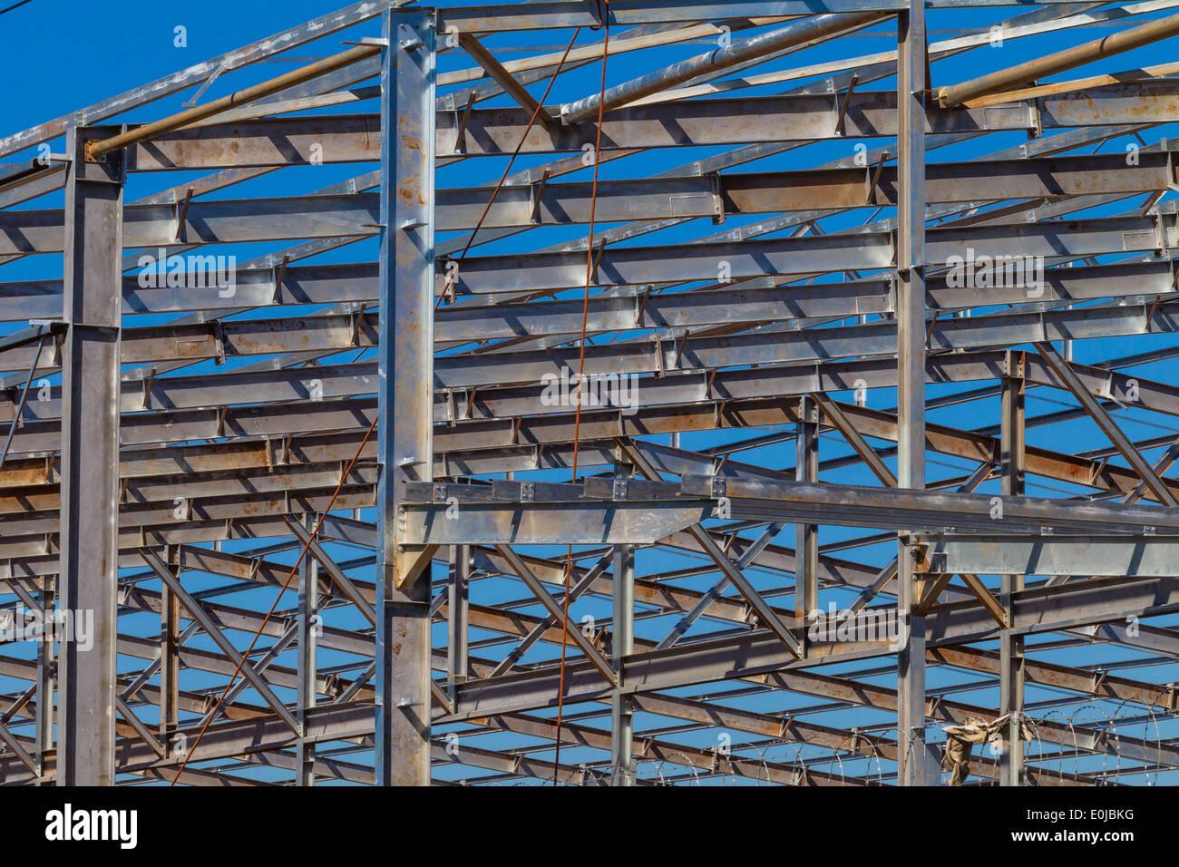Gebäude Stahlkonstruktion Metallrahmen Träger und Bedachung ...