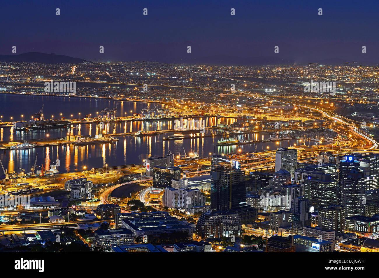 Blick Vom Signal Hill Auf Kapstadt Zur Blauen Stunde, Western Cape, Westkap, Suedafrika, Afrika Stockbild