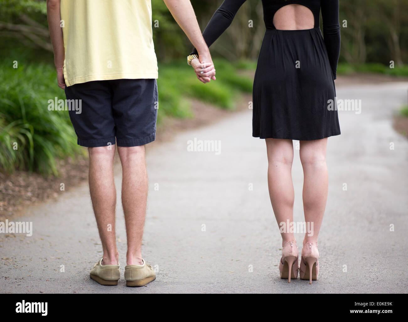Nicht Erkennbare Läufer Im Blauen Sweatshirt Halte Paar
