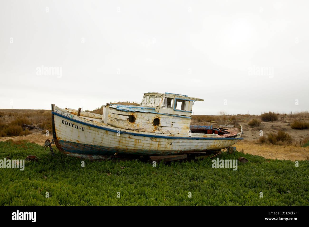Das Edith-E, sitzt ein Boot an Land in Port Sonoma Marina in Petaluma, Kalifornien. Stockbild