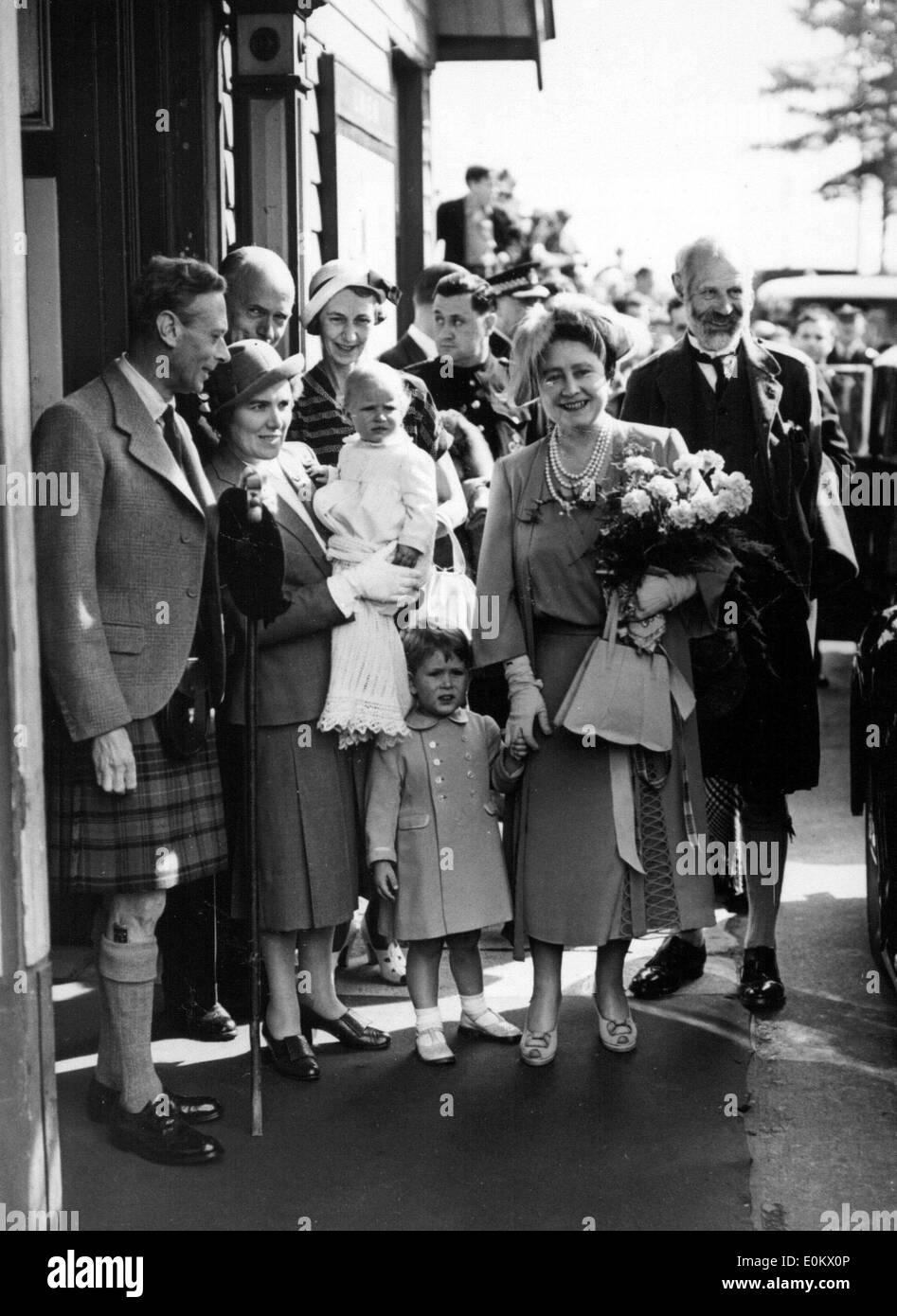 Mitglieder der königlichen Familie Windsor Ankunft in Balmoral Stockfoto