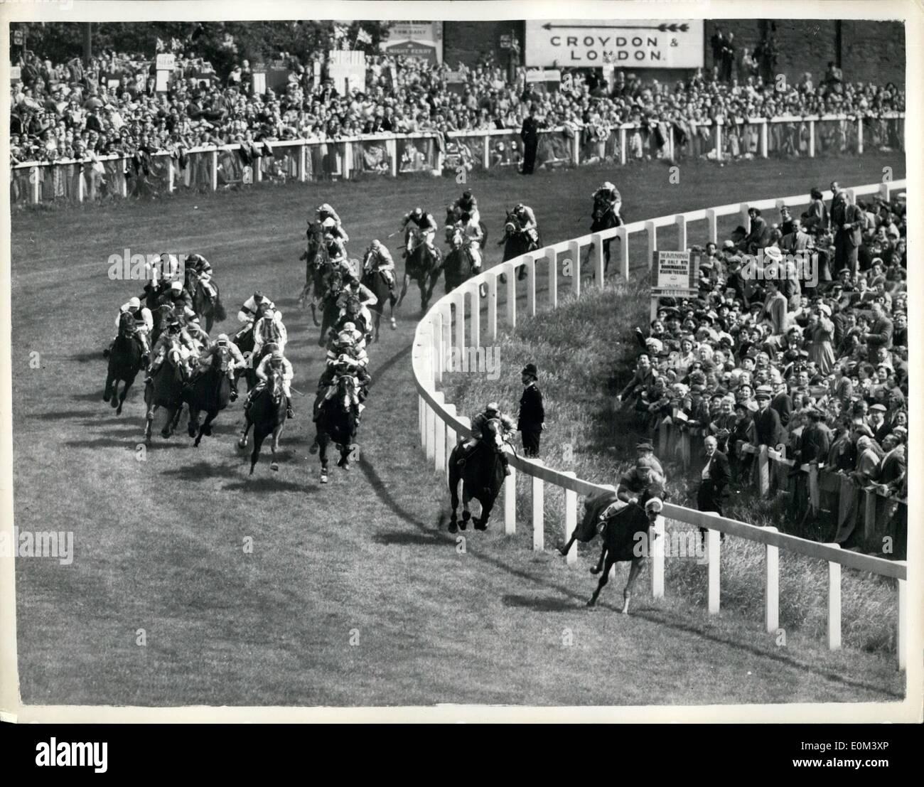 6. Juni 1953 - 6.6.53 gewinnen Gordon Richards seine erste Derby. Queen es Pferd, zweite. , mit der Königin Pferd geritten von W. Carr, zweitens Aureole und rosa Pferd (Rae Johnsotne), Dritter. Keystone-Fotoshows: Die Szene als die Derby-Feld Runden Tattenham Corner, während das Rennen heute. Stockbild
