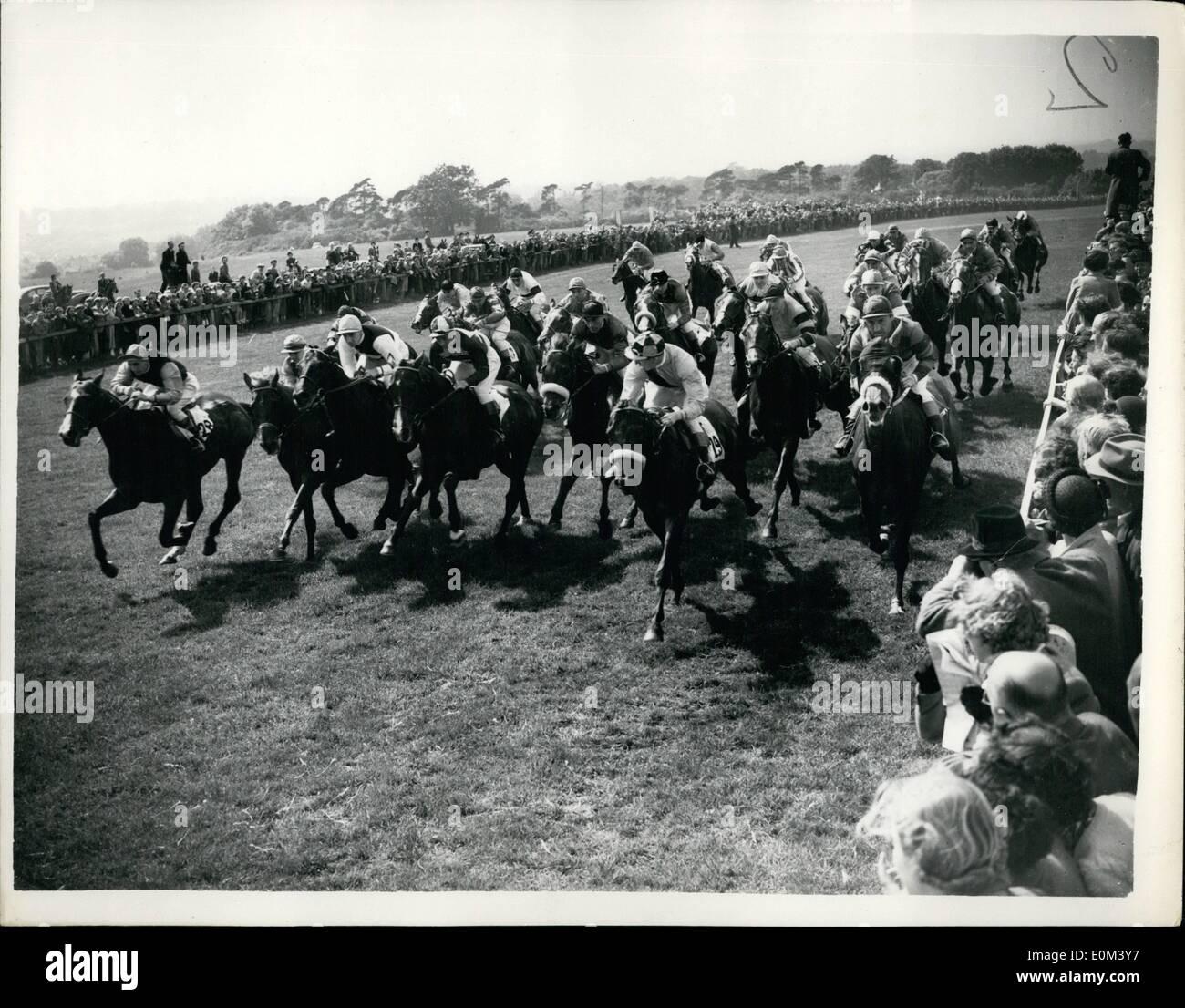 6. Juni 1953 - Gordon Richards gewinnt seinen ersten Derby der Königin, dem zweiten Pferd: Gordon Richards, der Champion Jockey gewann heute sein erste Derby auf Sir V. Sassoon '' Pinza''. mit der Königin Pferd Zweitens '' Aureole'' und '' rosa Pferd '' Dritte. Foto zeigt: Das Derby Feld im Mile Post während heutige große Rennen gesehen. Stockbild