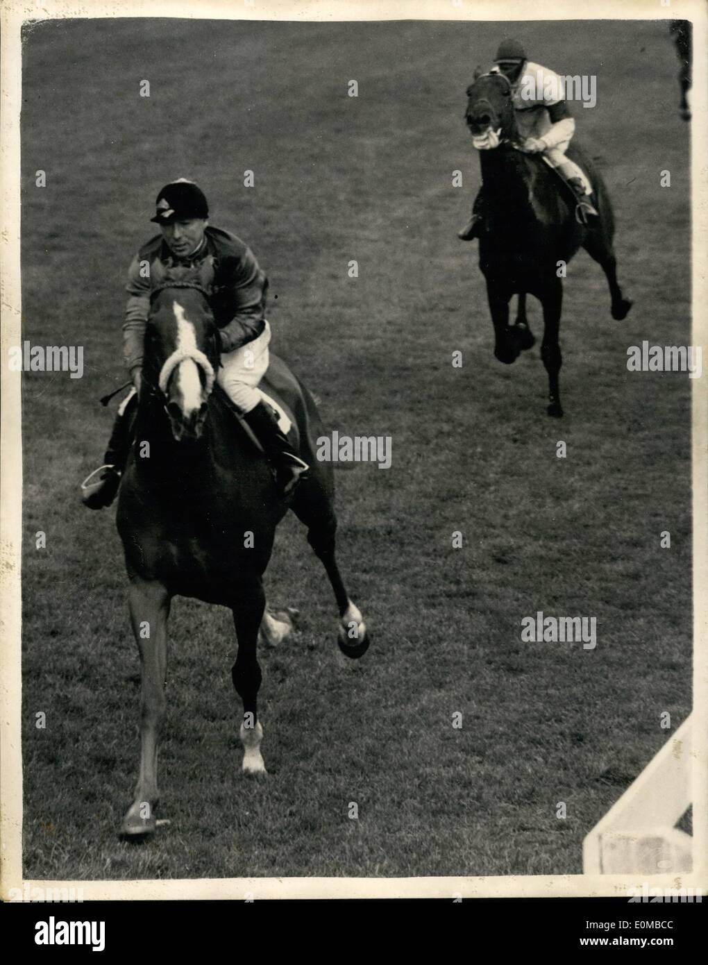3. Juni 1954 - 06.03.54 Rennen in Epsom. Der Königin Pferd gewinnt Coronation Cup. Keystone-Foto zeigt: Die Szene in Epsom heute zeigen die Königin Pferd Aureole geritten von E. Smith, gewann den Coronation Cup in Epsom heute von Chatsworth (F. Barlow) Stockbild
