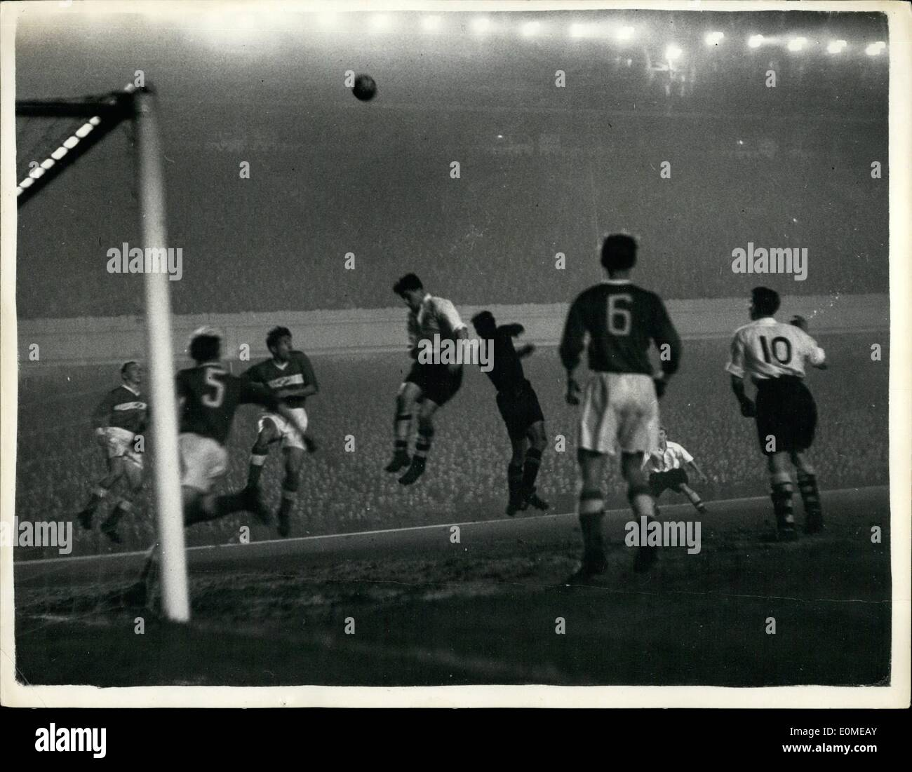 11 November 1954 Flutlicht Fussball Bei Highbury Arsenal V
